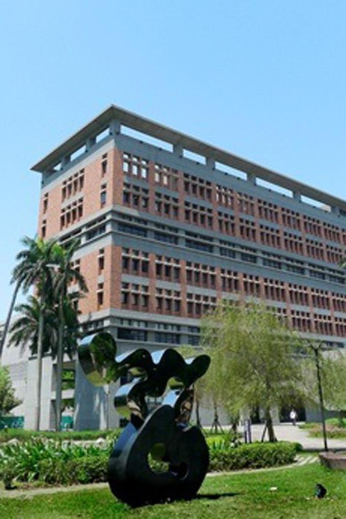 台灣大學法律學院公共藝術設置 03